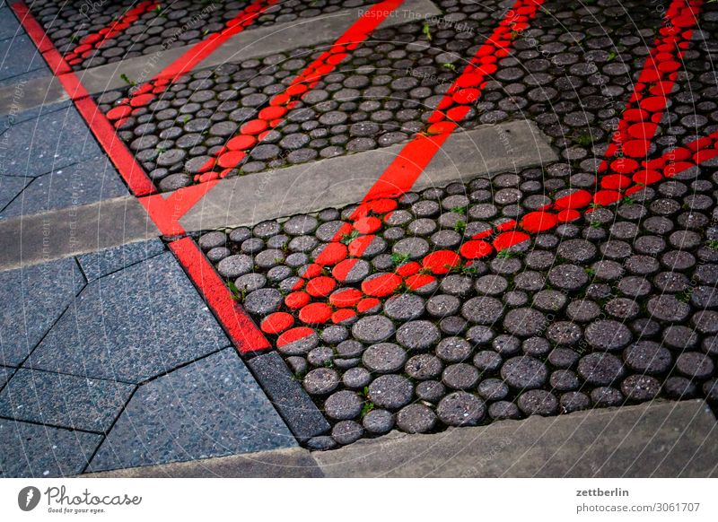 Marked area Sidewalk Footpath Signs and labeling hatching Stripe Structures and shapes Paving tiles Colour Bans Information Places Parking lot Lane markings
