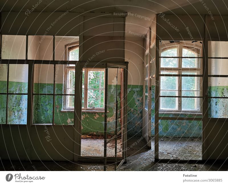 Old House (Residential Structure) Window Architecture Building Bright Door Dirty Manmade structures Decline Uninhabited Flake off Window transom and mullion