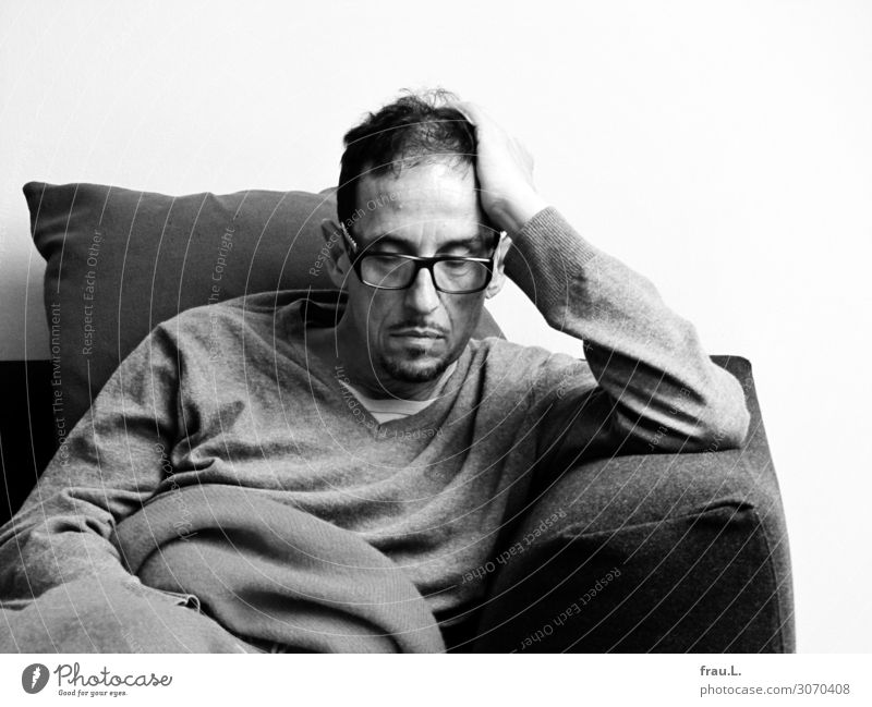 Human being Man Old Relaxation Calm Adults Hair and hairstyles Living or residing Masculine Dream 45 - 60 years Sit Authentic Eyeglasses Sleep Sofa