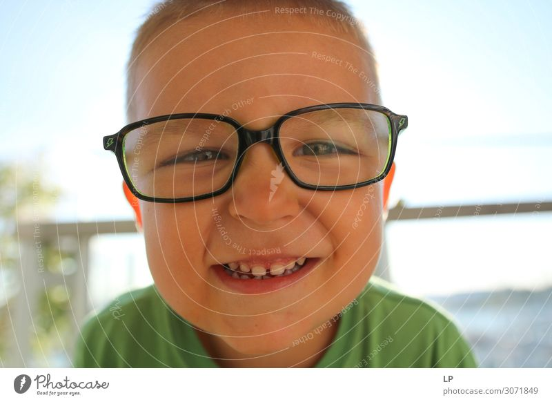 geek face Lifestyle Joy Beautiful Children's game Parenting Education Kindergarten Human being Boy (child) Parents Adults Brothers and sisters