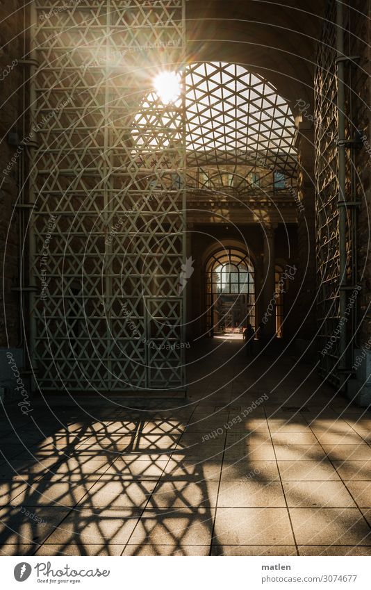 portal Town Old town Palace Manmade structures Building Architecture Wall (barrier) Wall (building) Facade Door Grating Passage Tourist Attraction Dark Gigantic