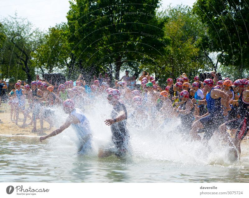 spray Sports Aquatics Sportsperson Sporting event Swimming & Bathing Human being Masculine Adults Body Crowd of people Movement Fitness Running Healthy Cold