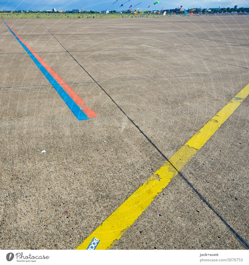 Airfield Hang gliding Crowd of people Event Cloudless sky Beautiful weather Airport Berlin-Tempelhof Runway Line Flying Simple Free Above Under Many Brown Moody