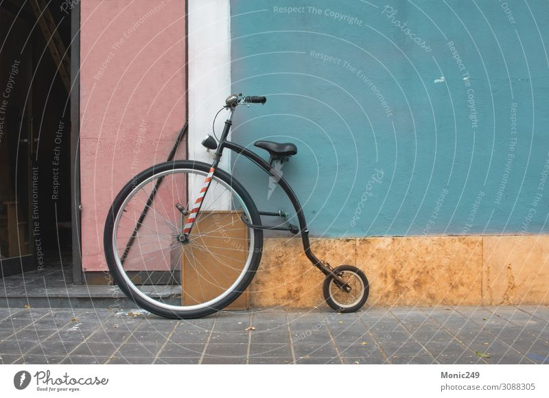 Penny Farthing bicycle, mountain model Lifestyle Joy Wallpaper Sports Bicycle Engines Circus Autumn Town Building Wall (barrier) Wall (building) Transport Old