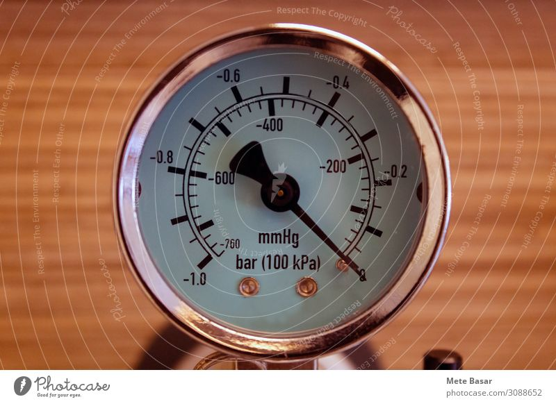 A pressure gauge indicating absence of pressure Hardware Measuring instrument barometer Technology Science & Research Energy industry Energy crisis