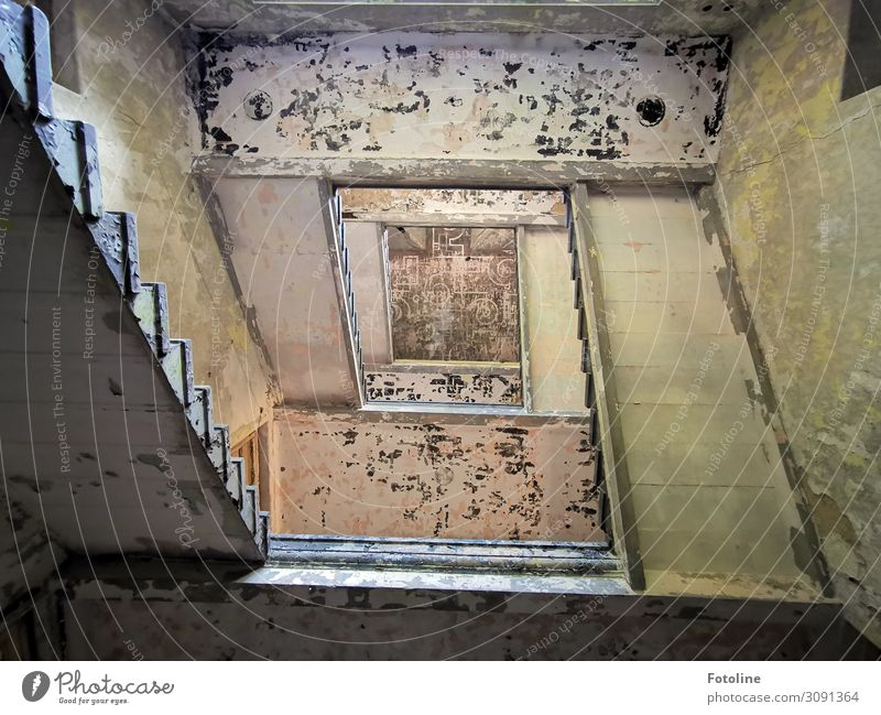 stairwell House (Residential Structure) Manmade structures Building Architecture Stairs Old Historic Tall Broken Staircase (Hallway) Derelict lost places