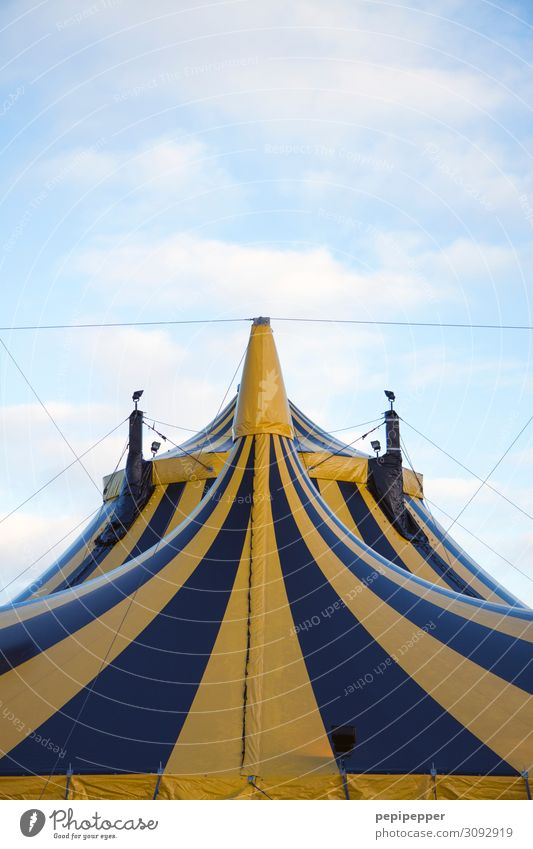 tent Leisure and hobbies circus Work and employment Workplace Event Shows Sky Facade Tourist Attraction Ornament Flag Yellow Black Joy Anticipation Enthusiasm