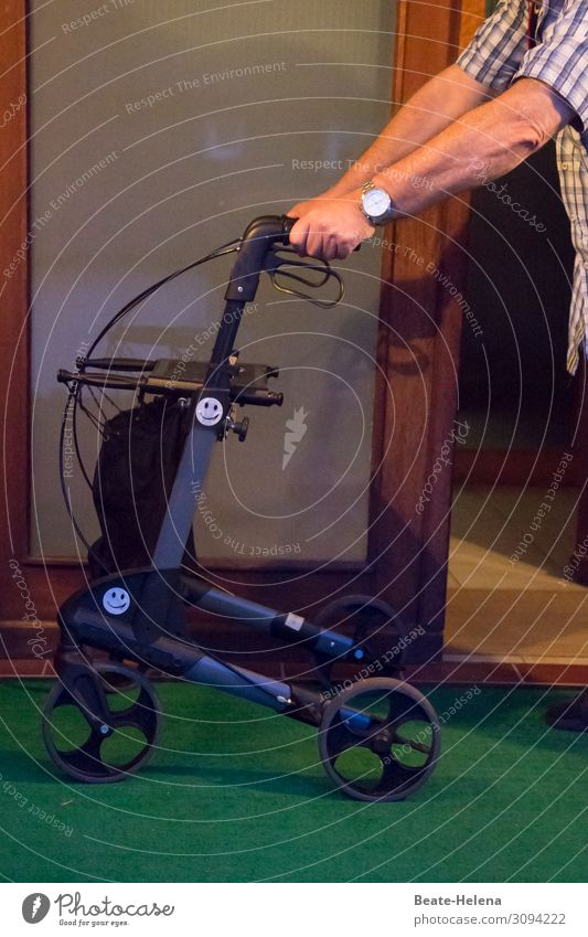freedom of movement Shopping Health care Care of the elderly Well-being Contentment Living or residing Flat (apartment) Rollator Man Adults