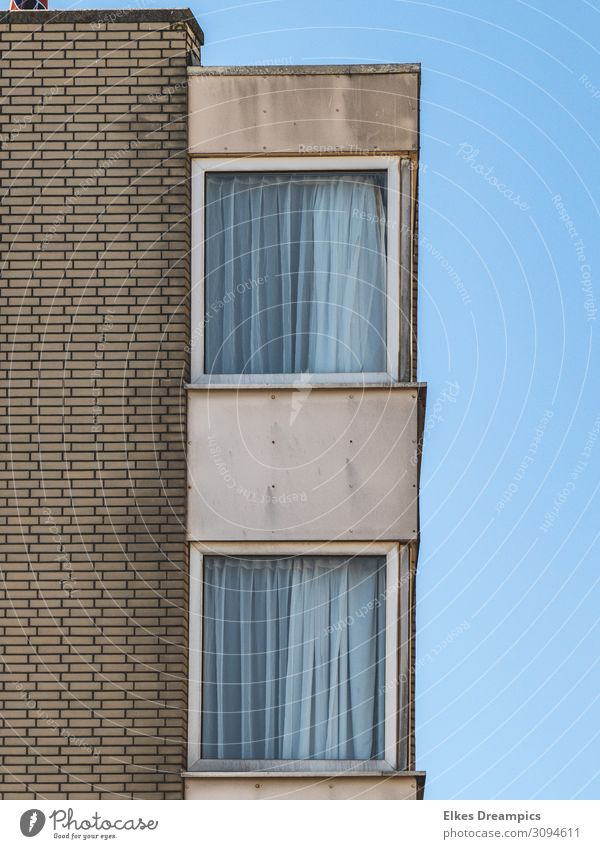 House (Residential Structure) Window Wall (building) Building Wall (barrier) Brown Gray Line High-rise Stripe