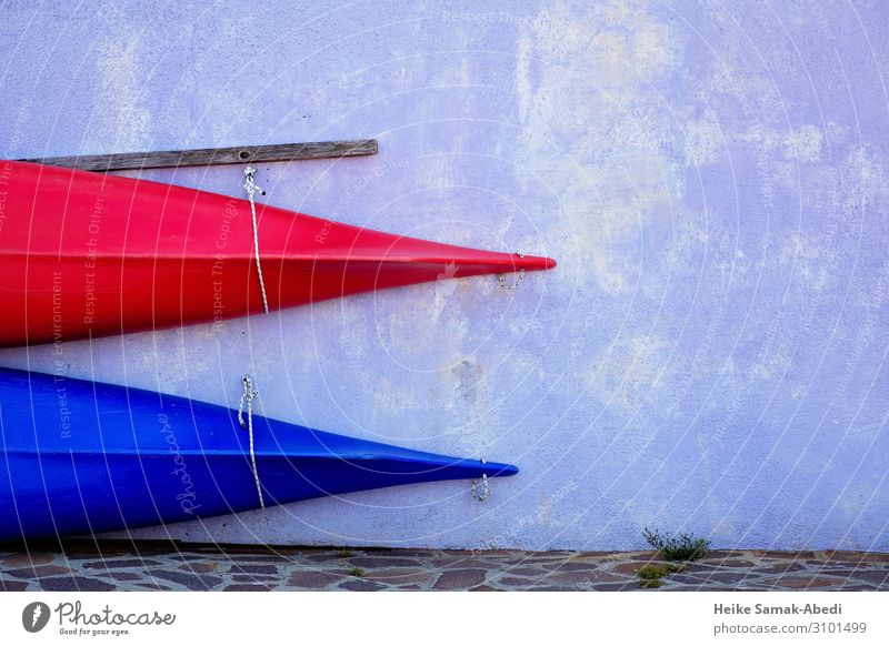 Cut of two canoes in front of Bauer house facade kayak canoeing Wall (barrier) Wall (building) Facade Sports Blue Red Aquatics Canoe kayaking Colour photo