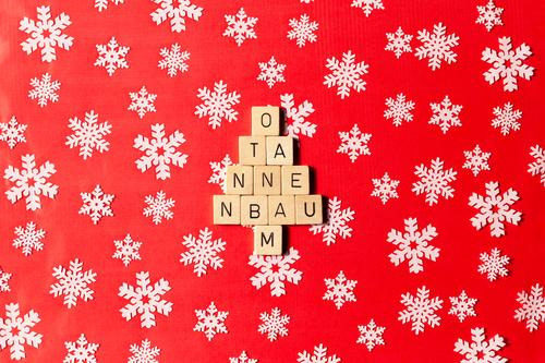 O Christmas tree Leisure and hobbies Playing Christmas & Advent Decoration Kitsch Odds and ends Gift Gift wrapping Sign Characters Esthetic Red White Emotions