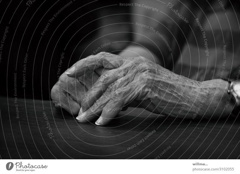 Old Hand Religion and faith Senior citizen Authentic Fingers Female senior Grandmother Wrinkle Retirement Restful Fingernail Pigmented mole