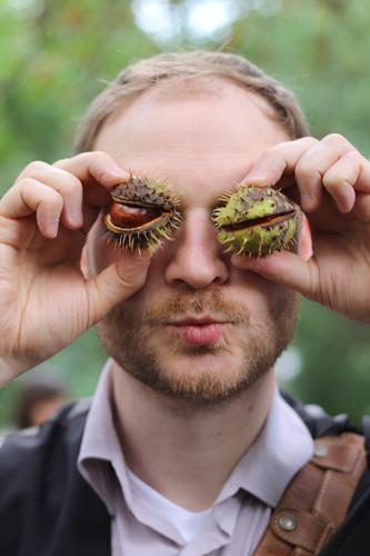 Man, he's got chestnuts on his eyes! Masculine Young man Youth (Young adults) Face Eyes Facial hair Hand Fingers 1 Human being 18 - 30 years Adults