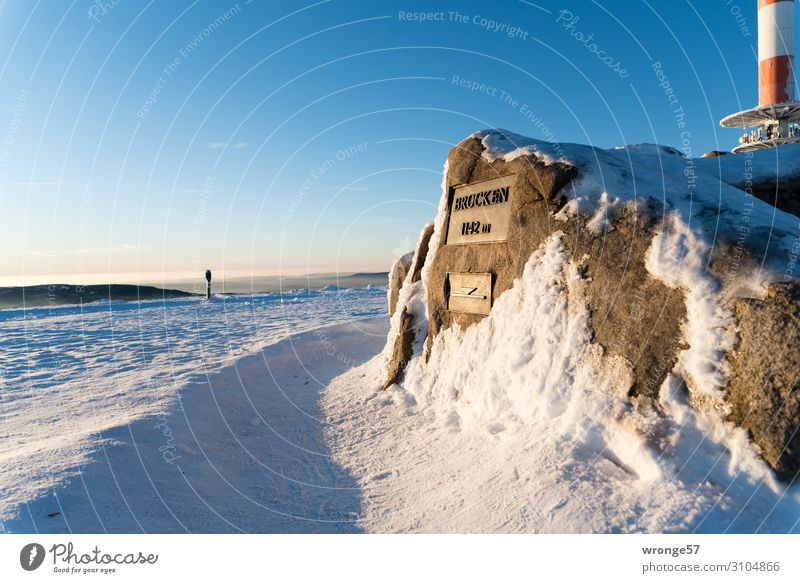 Brocken summit in winter II Sky Cloudless sky Horizon Winter Beautiful weather Ice Frost Snow Mountain Snowcapped peak Stone Sign Signs and labeling Tall Cold