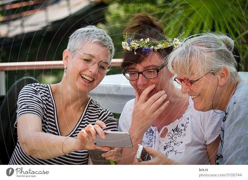 facebook-shipbook-shipbook-shipbug-captaincook- Human being Feminine Woman Adults Friendship Joy luck Happiness Joie de vivre (Vitality) mobile Colour photo Day