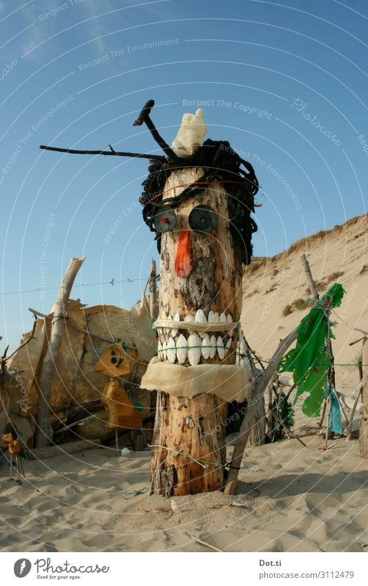 Recycling Totem Work of art Sculpture Environment Nature Sand Sky Sunlight Beautiful weather Coast Beach Wood Plastic Exceptional Funny Crazy Joy Uniqueness