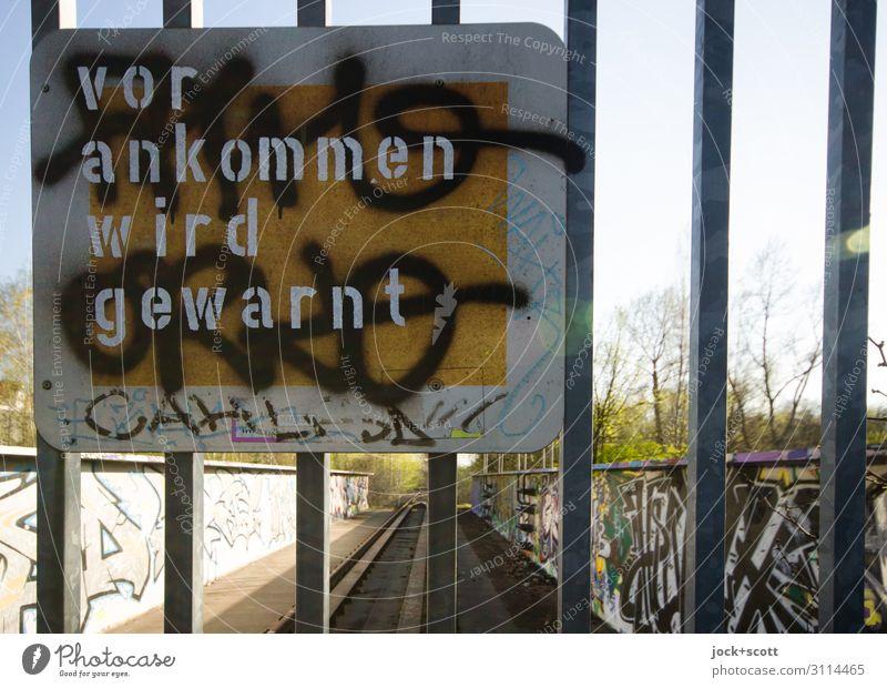 vor ankommen wird gewarnt Line Metal Characters Beautiful weather Signage Gate Warning sign Schöneberg lost places
