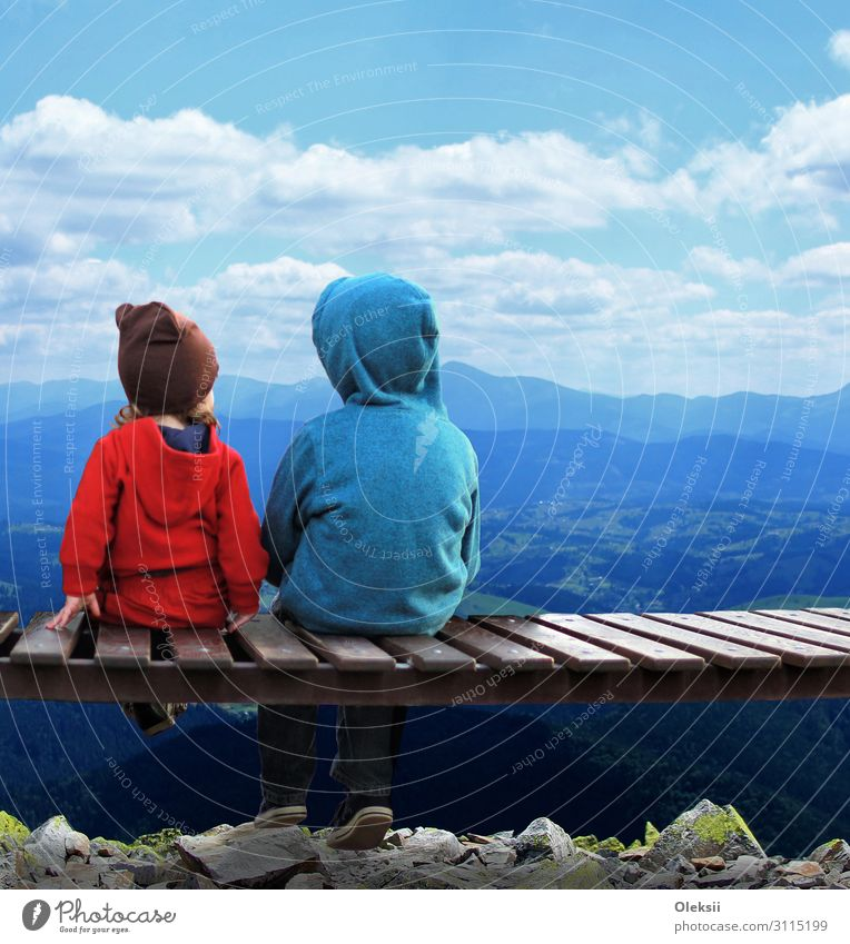 Two kids sitting on a bench and admiring the scenery Child Girl Boy (child) Brothers and sisters Friendship 2 Human being 1 - 3 years Toddler 3 - 8 years