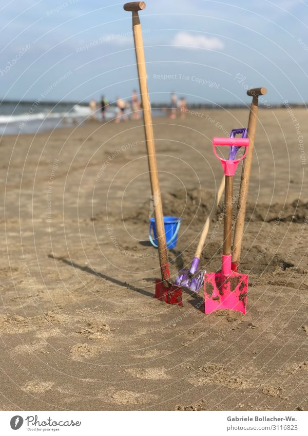 beach fun Joy Leisure and hobbies Playing Vacation & Travel Summer vacation Beach Ocean Child Shovel Sand Beautiful weather Toys Work and employment Happiness