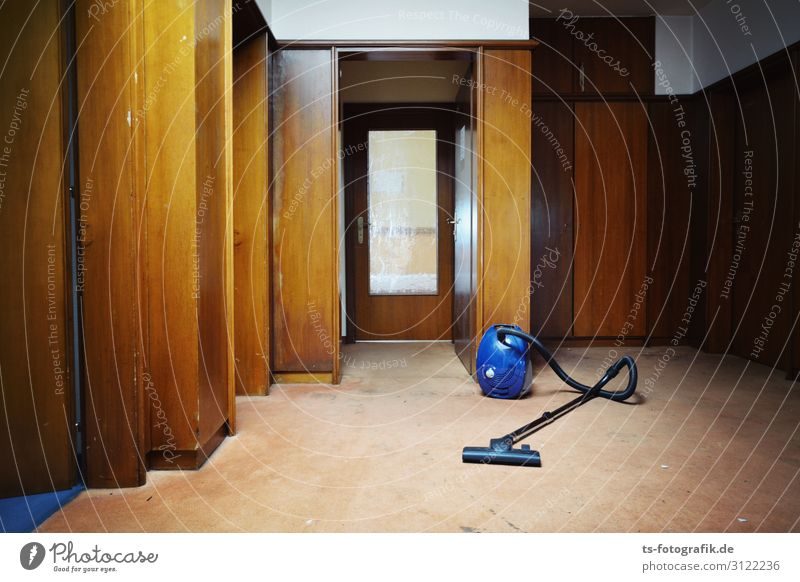 Report comrades: Stasi central perfectly vacuum-cleaned! Vacuum cleaner Hotel Hallway Wall (barrier) Wall (building) Door Wood panelling Glass door Old Threat
