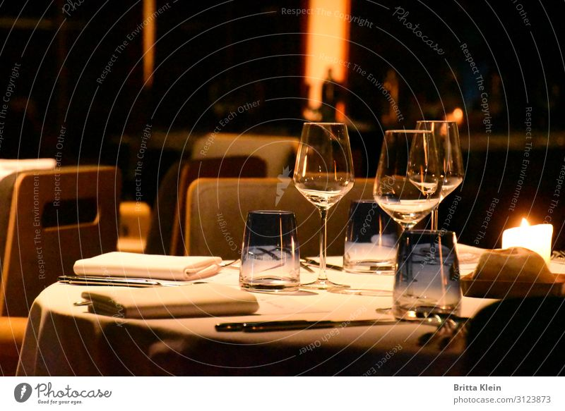Dinner for 3 Banquet Drinking water Alcoholic drinks Wine Crockery Plate Glass Cutlery Elegant Joy Relaxation Calm Decoration Restaurant Going out Eating