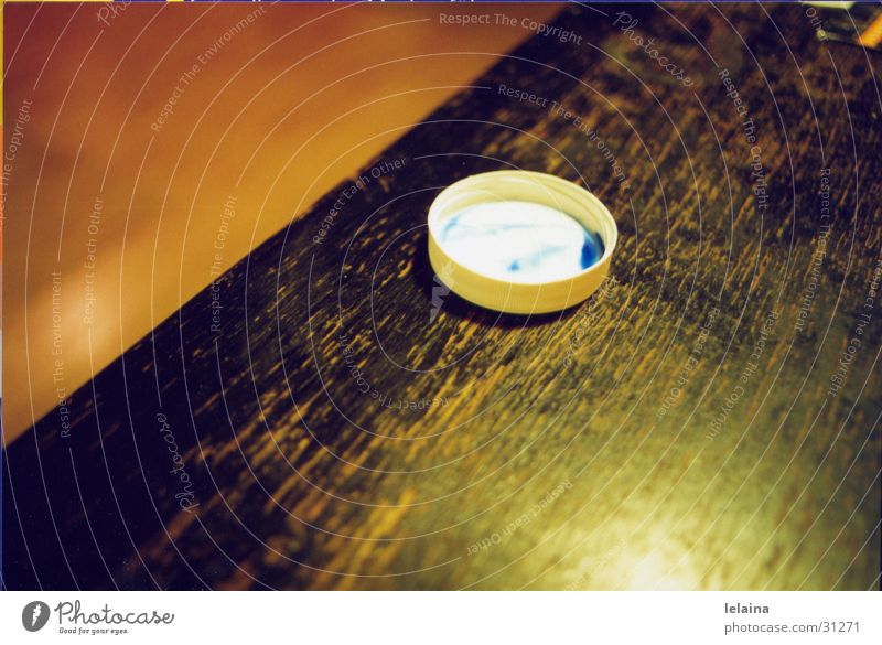 paint cover Table Physics Photographic technology Partially visible Orange Blue Warmth Reflection Structures and shapes