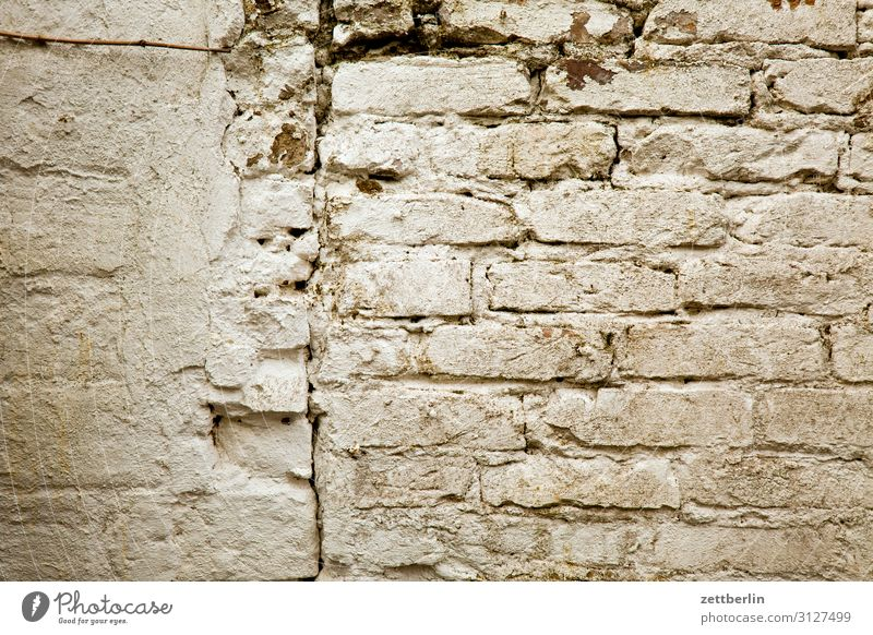 masonry Wall (barrier) Masonry Seam Wall (building) Divide Structures and shapes Neighbor Real estate White Gray Old Craft (trade) Old building Storage shed