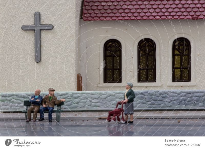 Woman Human being Man Healthy Street To talk Wall (building) Senior citizen Feasts & Celebrations Wall (barrier) Together Going Church Communicate Sit Stand