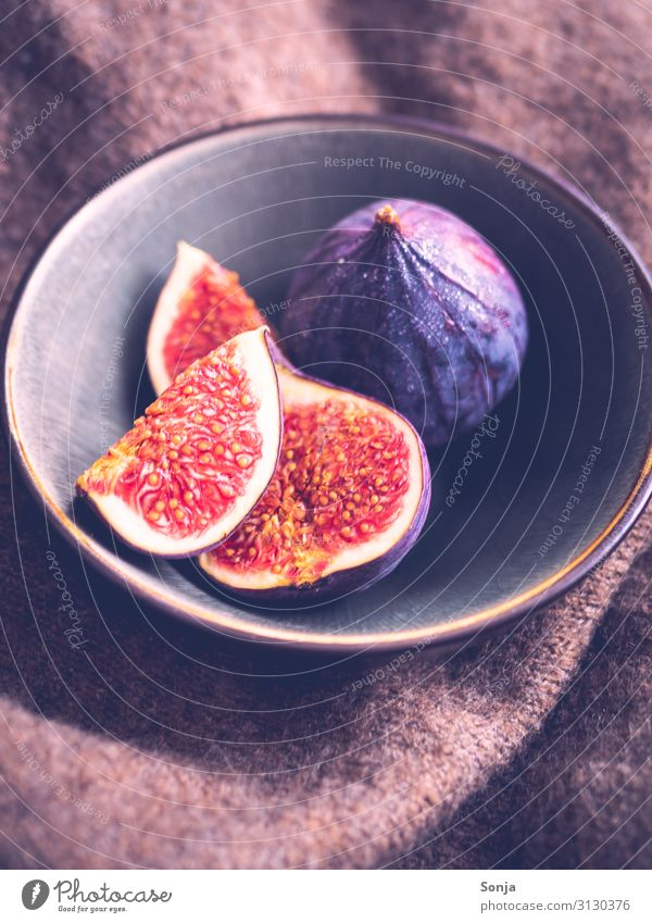 Fresh figs in a bowl, Vitage Style Food Fruit Fig Breakfast Organic produce Vegetarian diet Diet Crockery Bowl Lifestyle Exotic Healthy Wool blanket Eating
