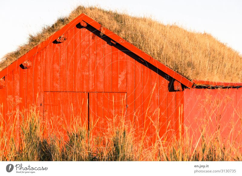 ecological Grass House (Residential Structure) Hut Boathouse Barn Wooden hut Facade Roof Exceptional Red Energy Climate Sustainability Vacation & Travel