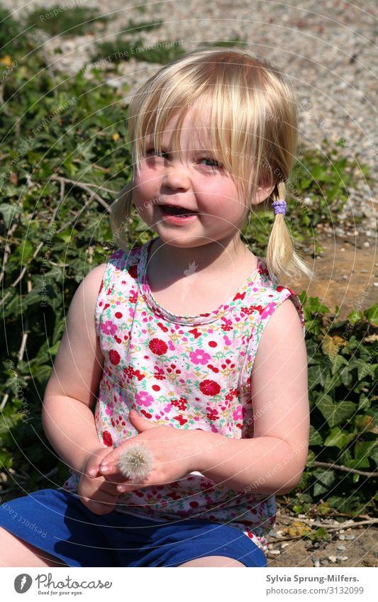 sunshine Feminine Girl Infancy Body 1 - 3 years Toddler Blonde Discover Smiling Friendliness Happiness Happy Beautiful Joy Joie de vivre (Vitality) Enthusiasm