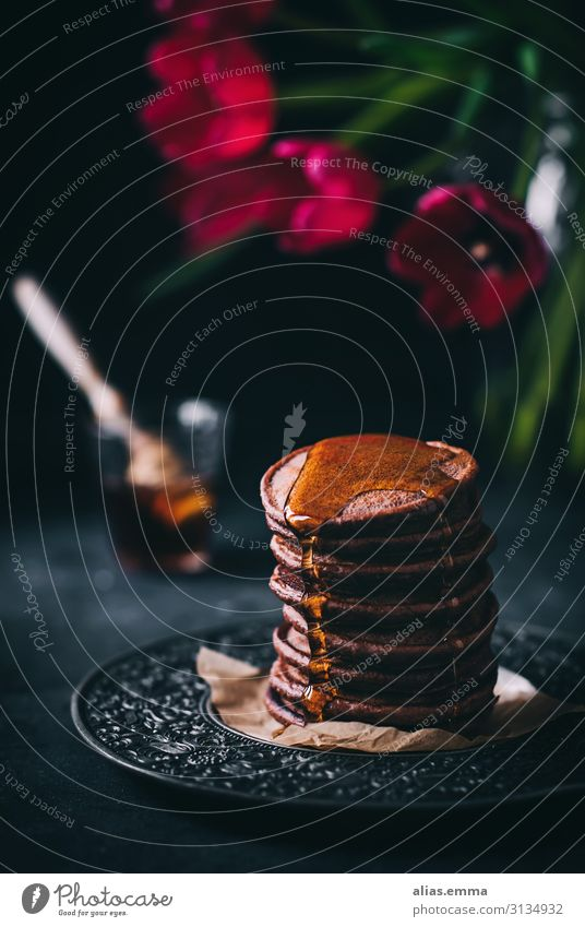 Chocolate pancakes with maple syrup Dough Baked goods Candy Nutrition Breakfast Lunch Vegetarian diet American Cuisine Brown Gold Red Black Dessert Vegan diet