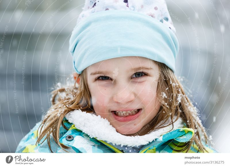 Girl in the snow Lifestyle Joy Face Playing Winter Snow Winter vacation Kindergarten Child Schoolchild Human being Toddler Infancy 1 3 - 8 years Nature Snowfall