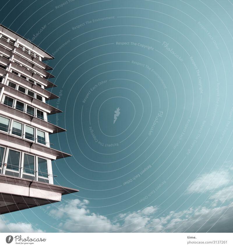 abgehoben haus fassade himmel hamburg fesnter wolken schönes wetter hochhaus urban glas stein panorama
