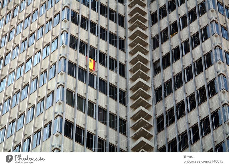 Neighbourhoods (X) Living or residing Barcelona Downtown High-rise Manmade structures Building Architecture Wall (barrier) Wall (building) Facade Window Glass