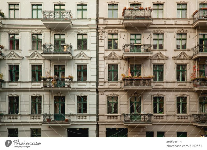 Town House (Residential Structure) Window Berlin Copy Space Wall (barrier) Facade Living or residing Apartment Building Downtown Balcony Alley Story Backyard