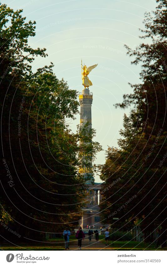 Victory Column again Victory column Monument else Goldelse victory statue Victoria big star Berlin zoo Downtown Berlin Germany Transport Figure Twilight Evening