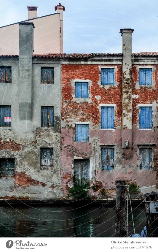 Vacation & Travel Old Town House (Residential Structure) Window Dark Architecture Wall (building) Building Tourism Wall (barrier) Facade Door Europe Gloomy