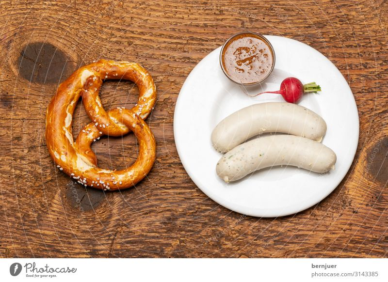 Bavarian veal sausage Sausage Vegetable Breakfast Lunch Beverage Alcoholic drinks Beer Plate Table Oktoberfest Culture Wood Red White Tradition Veal sausage
