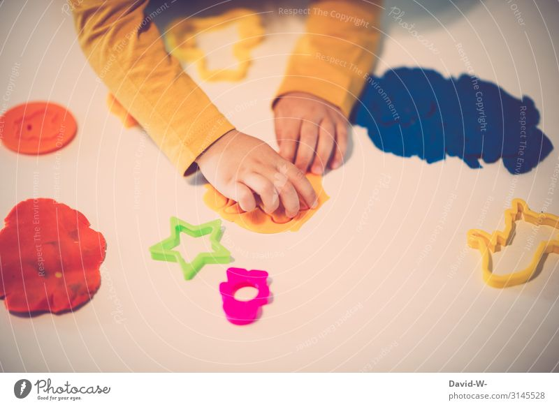 Child Human being Hand Joy Life Feminine Art Playing Work and employment Living or residing Flat (apartment) Infancy Creativity Fingers Cute Toddler