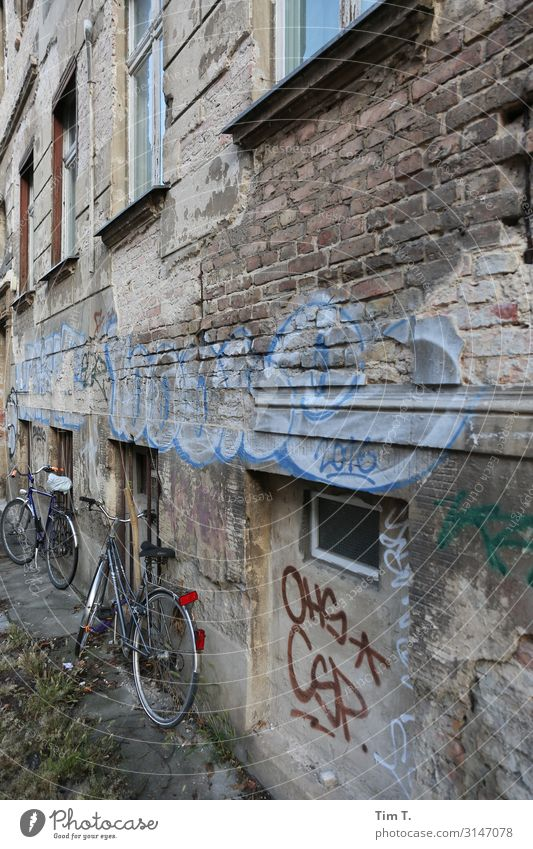 Berlin Pankow Town Capital city Downtown Old town Deserted Building Facade Window Living or residing Bicycle Old building Graffiti Colour photo Exterior shot
