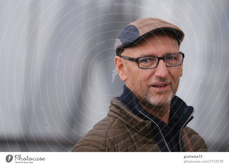 Hello, how are you? | UT HH19 Man Adults Male senior Senior citizen Life Human being 45 - 60 years Autumn Eyeglasses Cap Beret Gray-haired Bald or shaved head