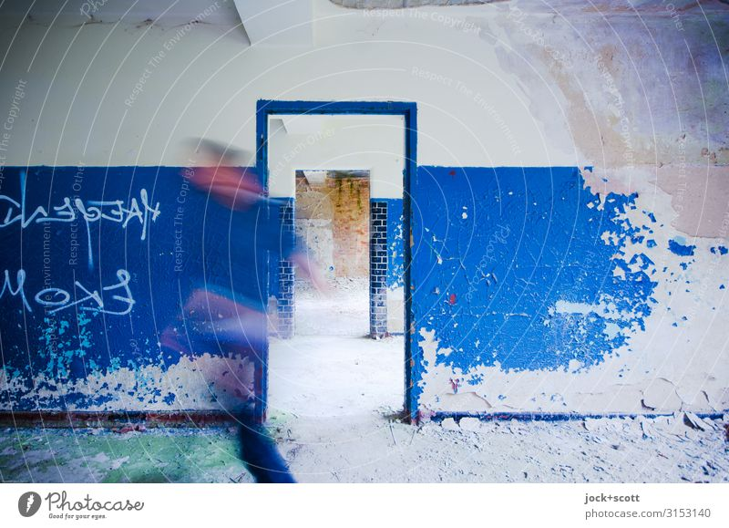 Not make blue Human being Wall (building) Wall (barrier) Going Uniqueness Speed Brandenburg Doorframe lost places