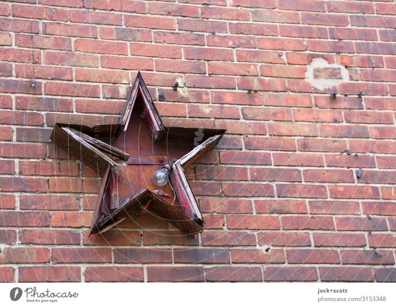 Lamp red star Socialism Ideology Wall (building) Collector's item Electric bulb Brick Star (Symbol) 5 Sharp-edged Broken Red Decline Past Transience