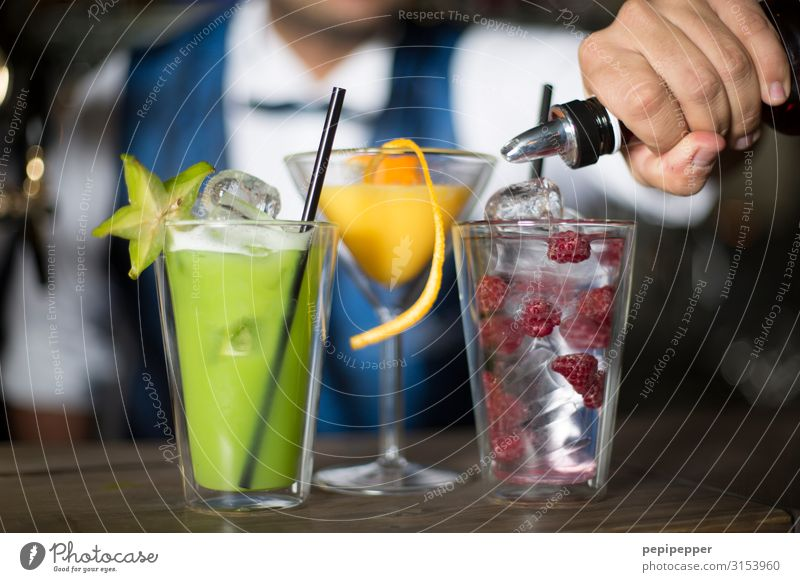 Cold Feasts & Celebrations Party Fruit Body Orange Glass Beverage Drinking Gastronomy Bar Suit Workplace Alcoholic drinks Cocktail Night life