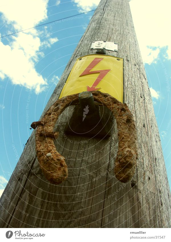 Sky Blue Wood Brown Signs and labeling Electricity Cable Lightning Obscure Rust Electricity pylon Transmission lines Electrical equipment Popular belief Horseshoe