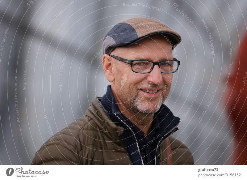 Human being Man Adults Life Senior citizen Smiling 45 - 60 years 60 years and older 50 plus Joie de vivre (Vitality) Eyeglasses Friendliness Male senior