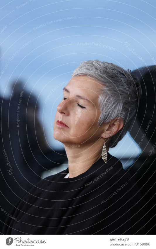 Short timeout | UT HH19 Woman Adults Female senior Senior citizen Life Human being 45 - 60 years 60 years and older Earring Gray-haired Short-haired Relaxation