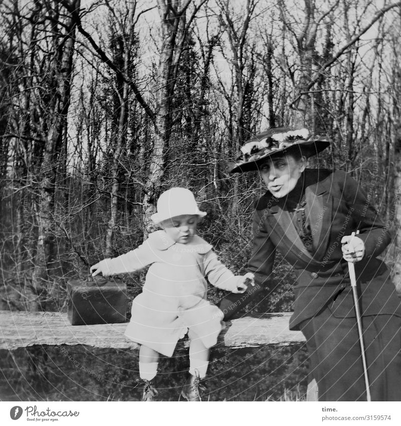 Woman Child Human being Forest Adults Life Feminine Movement Playing Together Contentment Masculine Communicate Sit Joie de vivre (Vitality) Beautiful weather