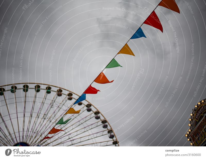 Folk festival, fair & fair | Ferris wheel Lifestyle Joy Entertainment Feasts & Celebrations Oktoberfest Fairs & Carnivals Town Flag Multicoloured Gale Threat